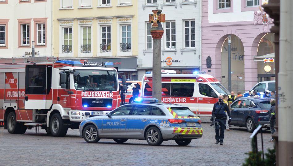 Großeinsatz in Trier: Der Tatort erstreckt sich über Hunderte Meter