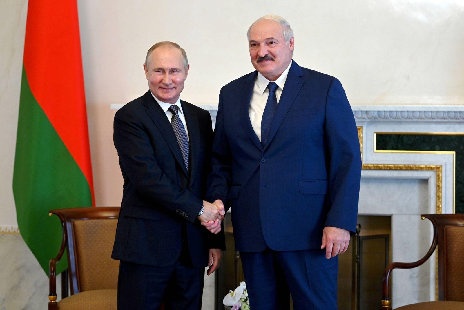 News Themen der Woche KW28 News Bilder des Tages ST PETERSBURG, RUSSIA - JULY 13, 2021: Russia s President Vladimir Puti