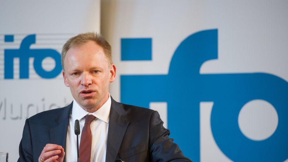 Ifo-Präsident Clemens Fuest: Rezession wird gedämpft