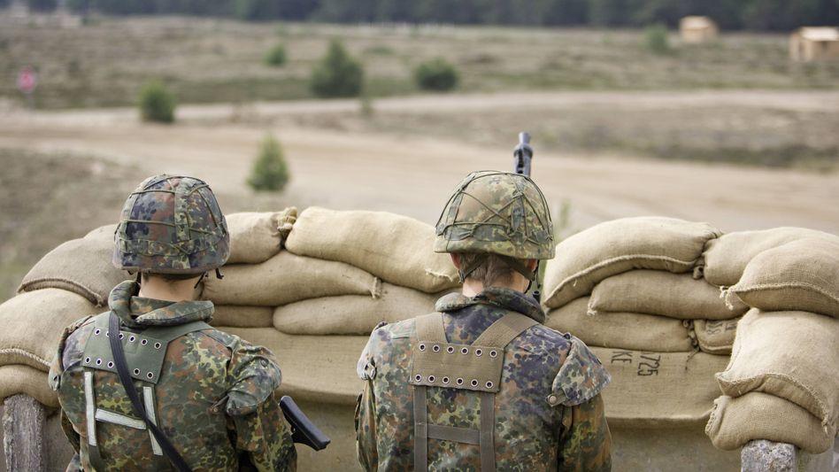 Soldaten der Bundeswehr auf einem Truppenübungsplatz (Archivbild)