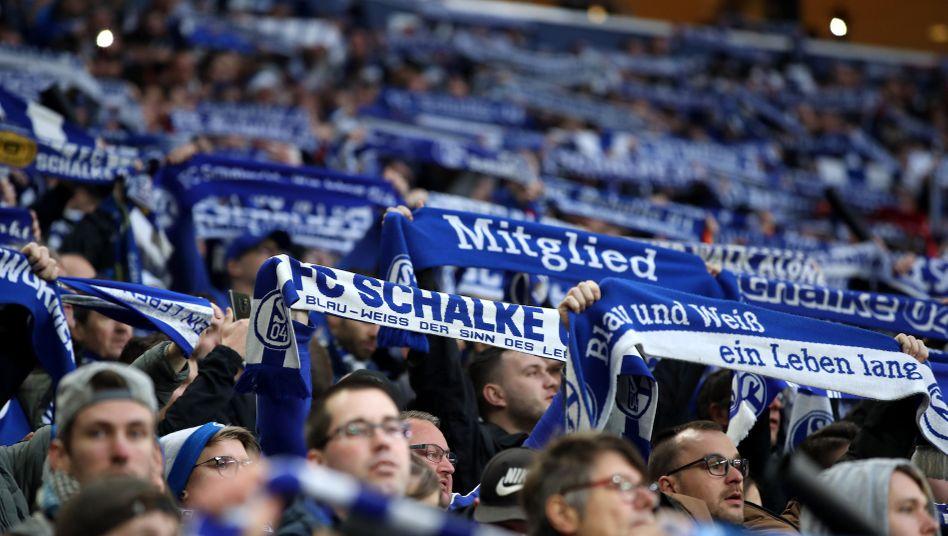 Fans des FC Schalke bei einem Heimspiel in der vergangenen Saison