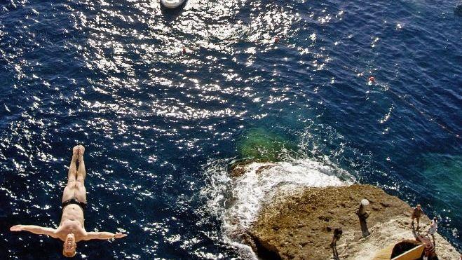 Klippenspringer beim Weltcup auf Korsika
