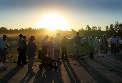US-Wähler beim Sonnenaufgang am 2. November: Spitze eines Eisberges?