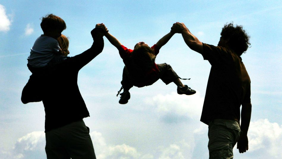 Eltern mit Kindern: Jeder dritte deutsche Vater nutzt das Elterngeld