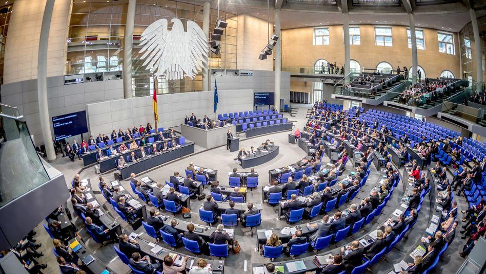 In dieser Legislaturperiode sitzen 709 Abgeordnete im Bundestag
