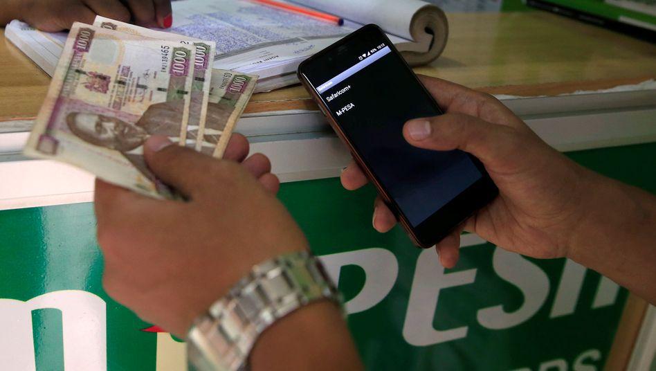 Mit mobilen Zahlungssystemen kommen Hilfsgelder direkt bei den Bedürftigen an