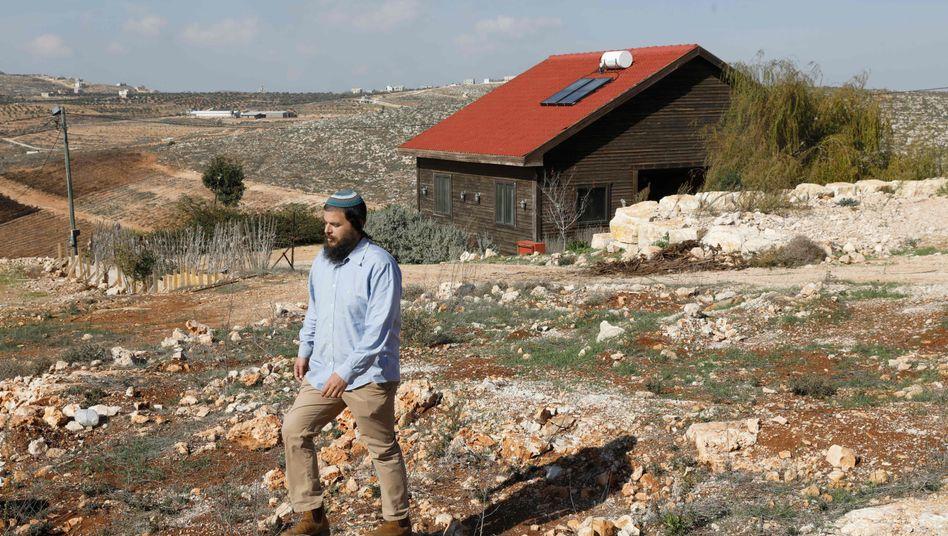 Jüdischer Airbnb-Vermieter neben seiner Ferienwohnung im Westjordanland