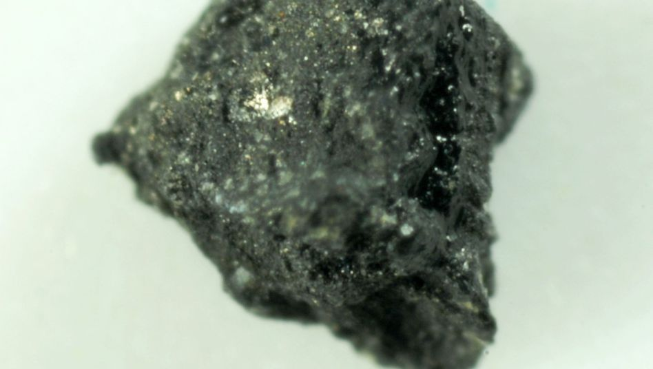 Gesteinsprobe: Natürlicher Quasikristall entstand vor 4,5 Milliarden Jahren