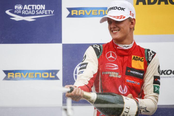 Mick Schumacher nach dem Sieg in Silverstone
