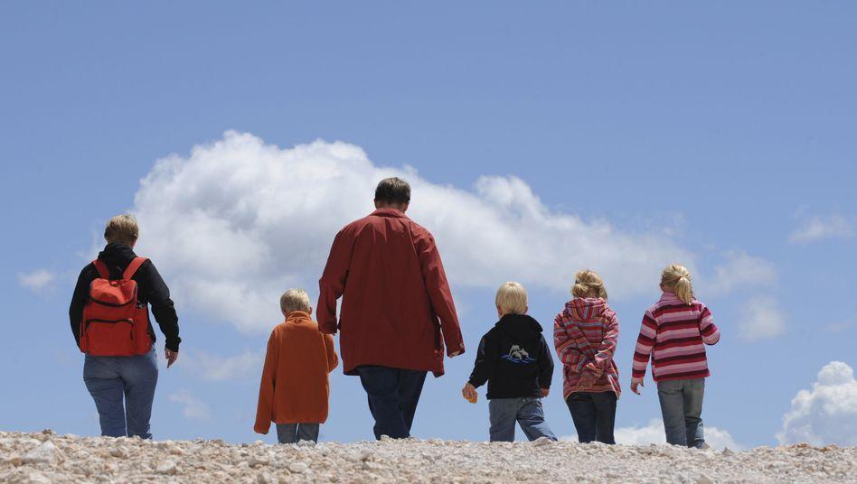 Vater mit Kindern: Besseres Sorgerecht verordnet