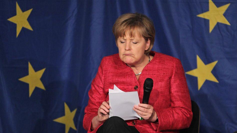 """Kanzlerin Merkel vor Europa-Flagge: """"Die macht mir mein Europa kaputt"""""""