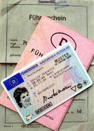 """Hürde Führerschein: Was heißt """"Schulterblick"""" auf Farsi?"""