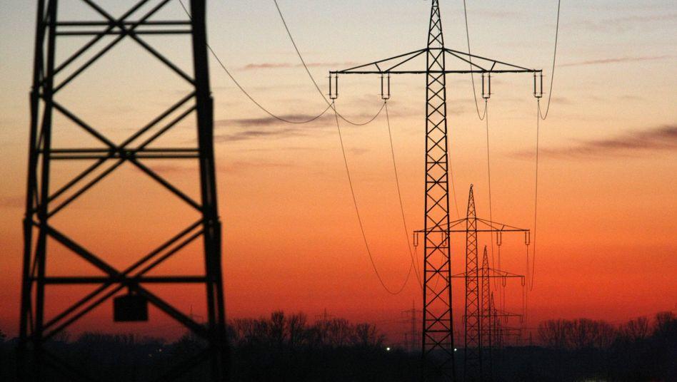 Strommasten im Abendrot: Run auf Keller-Kraftwerke