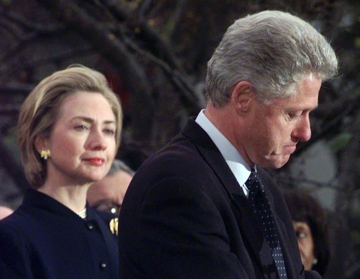 Seit Jahrzehnten in der Skandalarena: Hillary und Bill Clinton (1998)