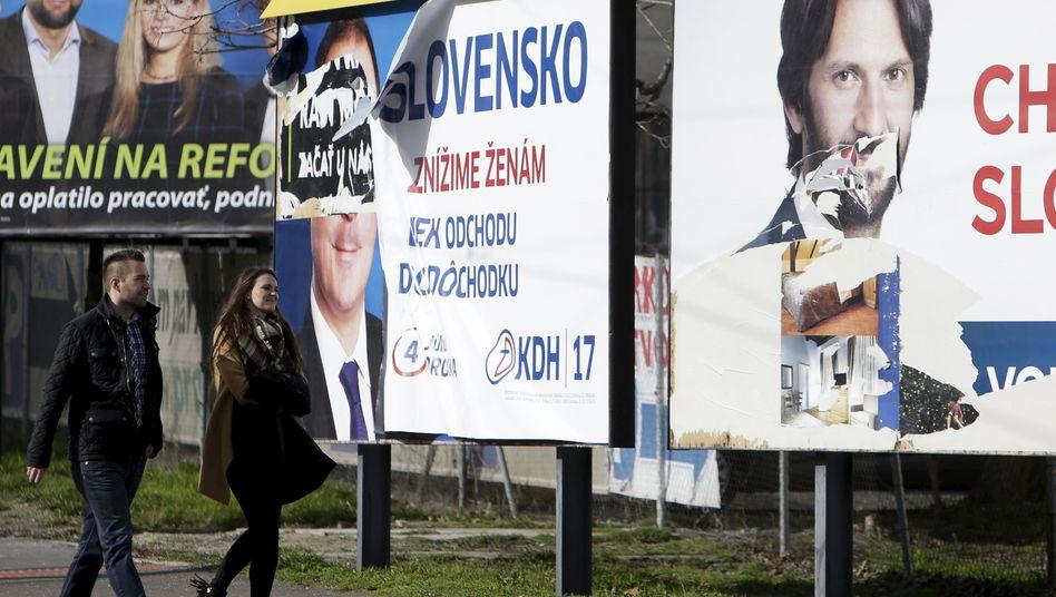 Wahlplakate in Bratislava: Politische Folgen des Mordes an Ján Kuciak noch immer spürbar