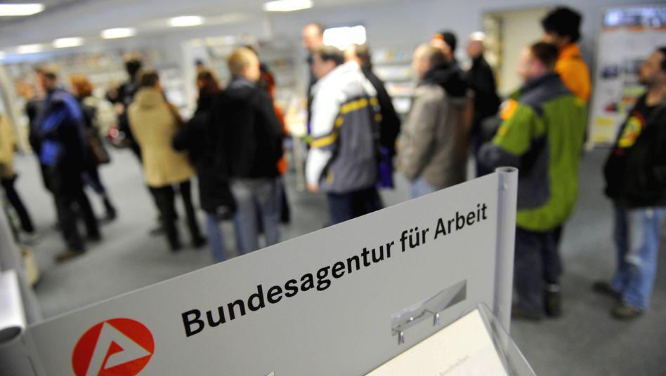 Bitte anstellen: Fast jeder Fünfte Endzwanziger in Deutschland hat keinen Job