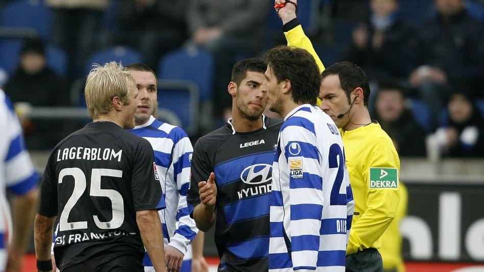 Schiedsrichter Fritz: Beim MSV-Sieg stand er im Mittelpunkt. Erst Rot, dann das Lattentor