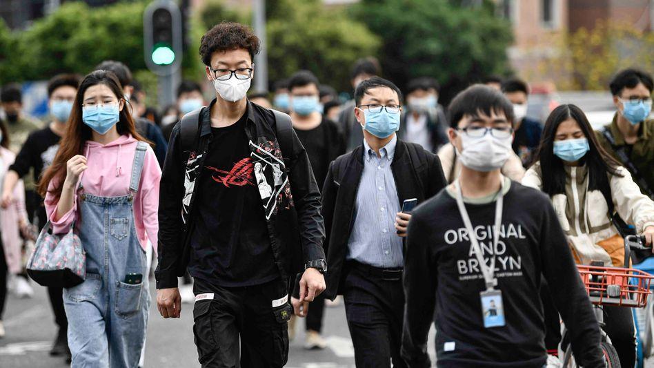 Passanten in der chinesischen Stadt Guangzhou: Zunehmende Xenophobie