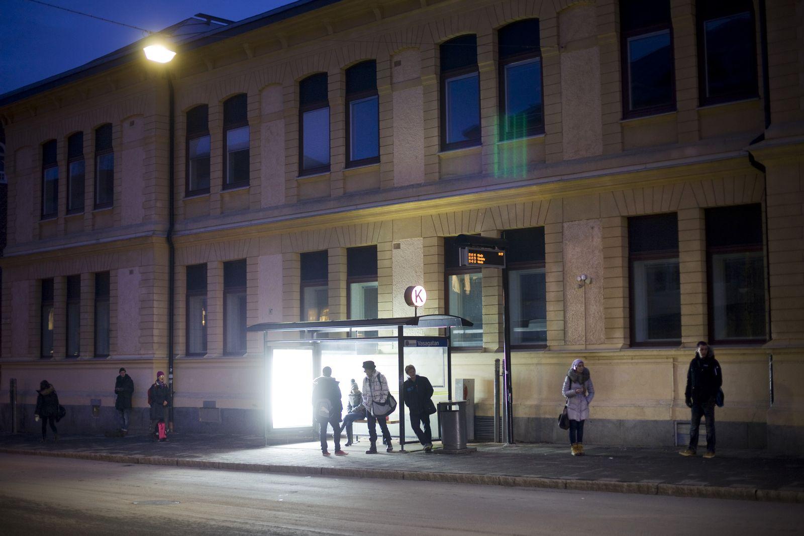 EINMALIGE VERWENDUNG Lichttherapie/ Bushaltestelle/ Umeaa/ Schweden