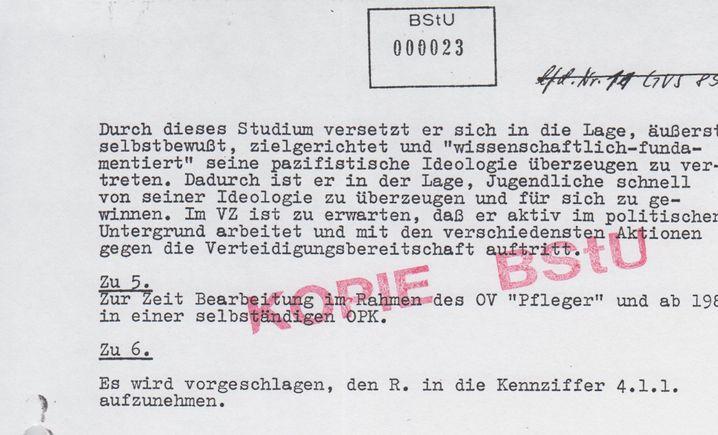 """Auszug aus der Stasi-Akte. """"OV"""" bedeutet Operativer Vorgang, """"OPK"""" meint Operative Personenkontrolle. Die """"Kennziffer 4.1.1."""" steht für Festnahme im innenpolitischen Krisenfall."""