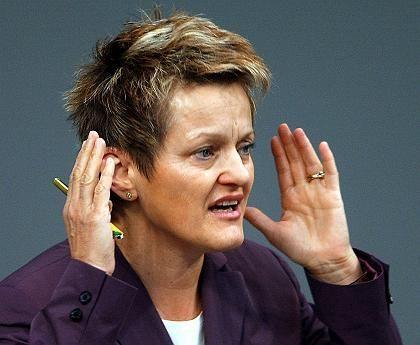 Kämpferische Künast: Die Ministerin scheut den Konflikt mit Schily nicht