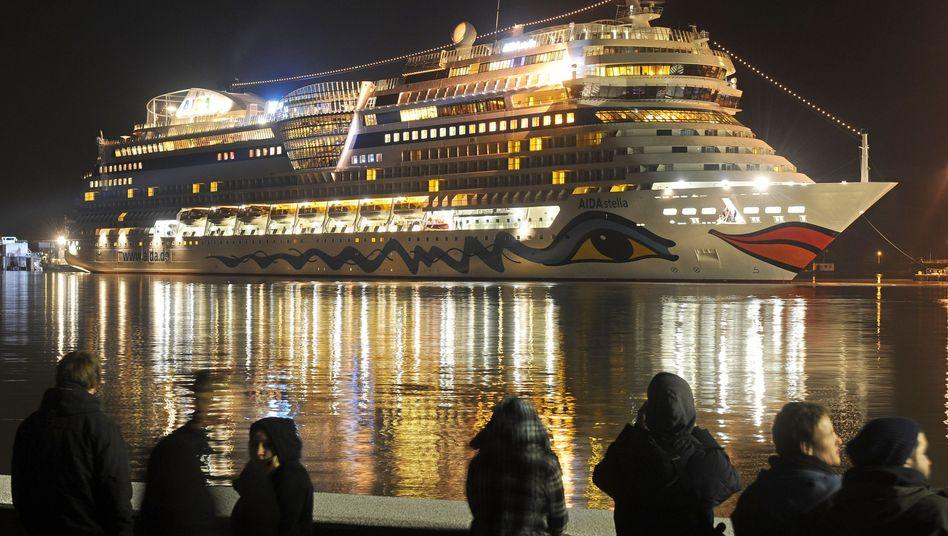 Ein Schiff der Aida-Flotte liegt im Hafen (Archivbild): Alle Türkei-Fahrten für den Sommer gecancelt