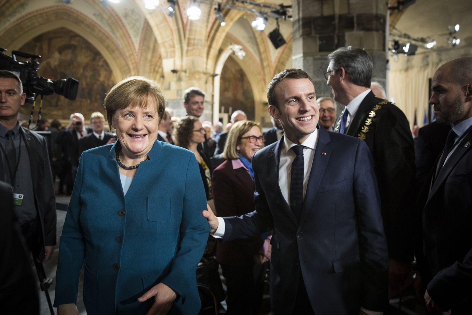 EINMALIGE VERWENDUNG Plus + SPIN SPIEGEL 8/2019 S.28 Angela Merkel (L) and Emmanuel Macron