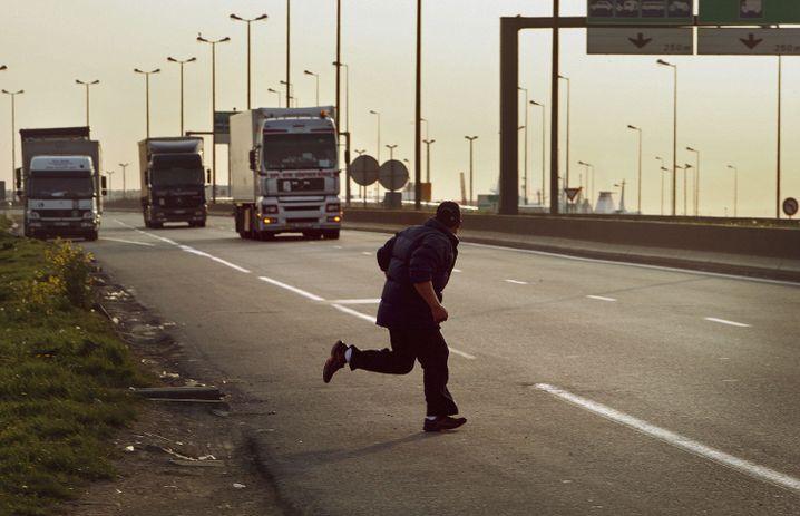 Migrant in Calais: Völlig überforderte Behörden