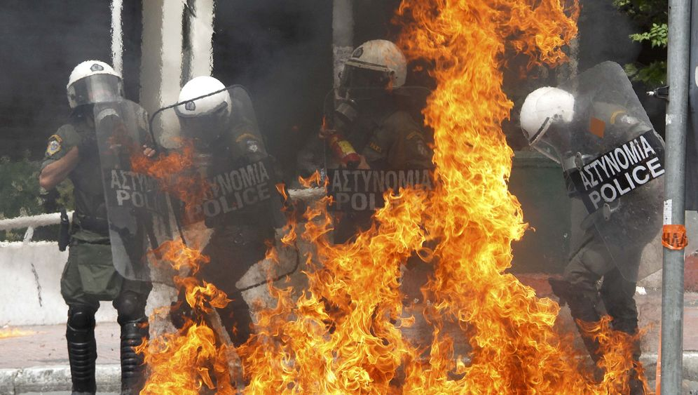 Photo Gallery: Athens Demonstrations Take a Violent Turn