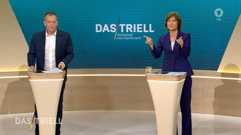 Oliver Köhr und Maybrit Illner bem Triell: Der eine wiegelt ab, die andere widerspricht der Abwiegelung.