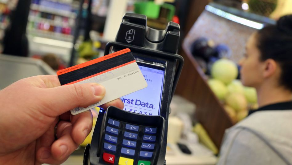 Das kontaktlose Bezahlen geht bei geringen Beträgen auch ohne PIN