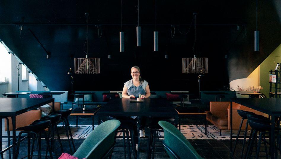 Sini Marttinen in ihrem Café in Helsinki