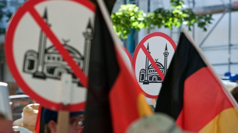 Eine Anti-Islam-Demo vor der As-Sahaba-Moschee in Berlin (Archivfoto von 2012)