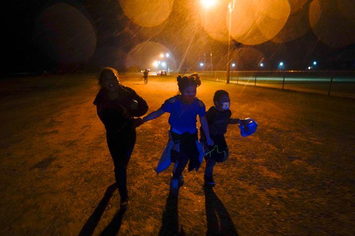 Kinder an der US-mexikanischen Grenze