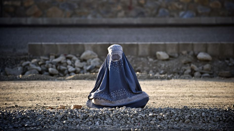 Afghanische Frau: Rückfall in die Zeiten der Taliban