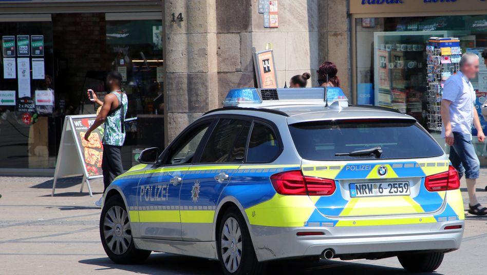 Streifenfahrt in der Essener Innenstadt: Eine Personenkontrolle allein auf die Hautfarbe zu stützen, ist mit geltendem Recht nicht vereinbar