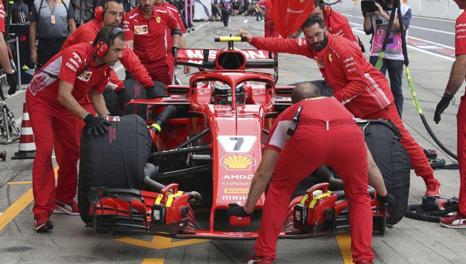 Ferrari-Boxenteam beim Rennen in Suzuka