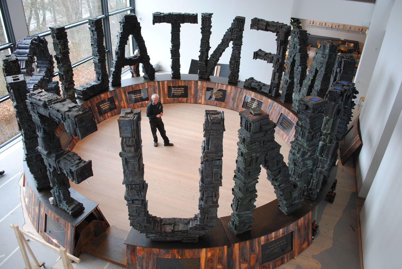 EINMALIGE VERWENDUNG Europaparlament/ Meinungsfreiheit/ Fundamentalism-Skulptur