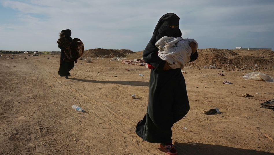 Frauen, die aus IS-Gebiet gerettet wurden (Archiv)