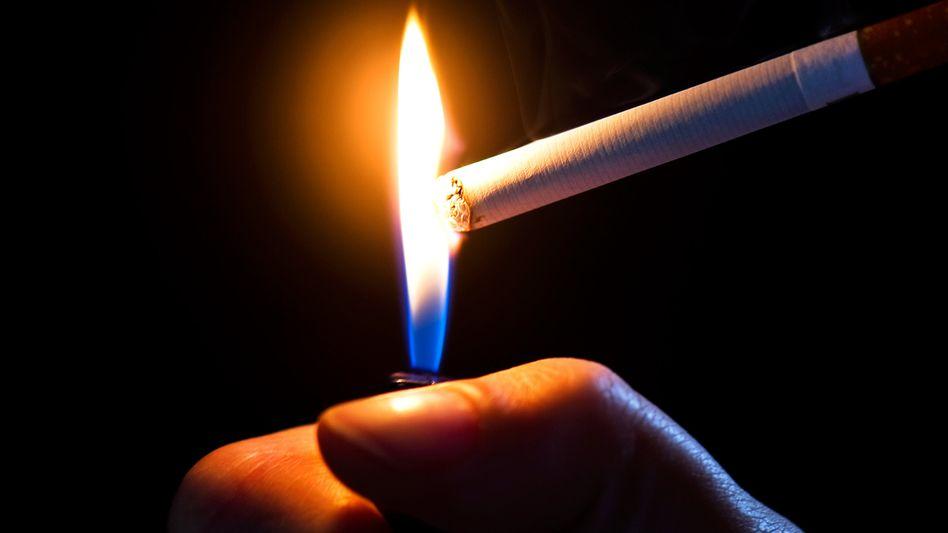 Zigarette: Dass mehr Männer rauchen, schlägt sich in der Lebenserwartung nieder