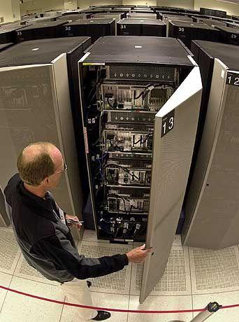 """Systemadministrator, Serverschrank (Archivbild): """"Genervt, verärgert, schlecht gelaunt"""""""