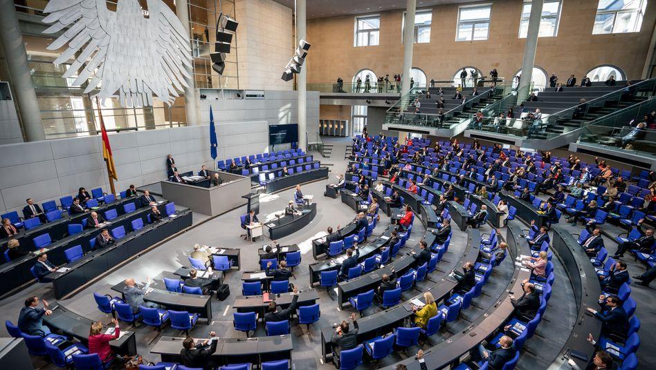"""Bundestagssitzung mit Corona-bedingtem Sicherheitsabstand: Diätenerhöhung jetzt """"wäre kein gutes Zeichen"""""""