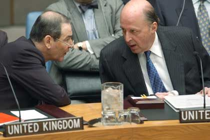 Enttäuscht: Die Uno-Botschafter Negroponte (r.) und Greenstock