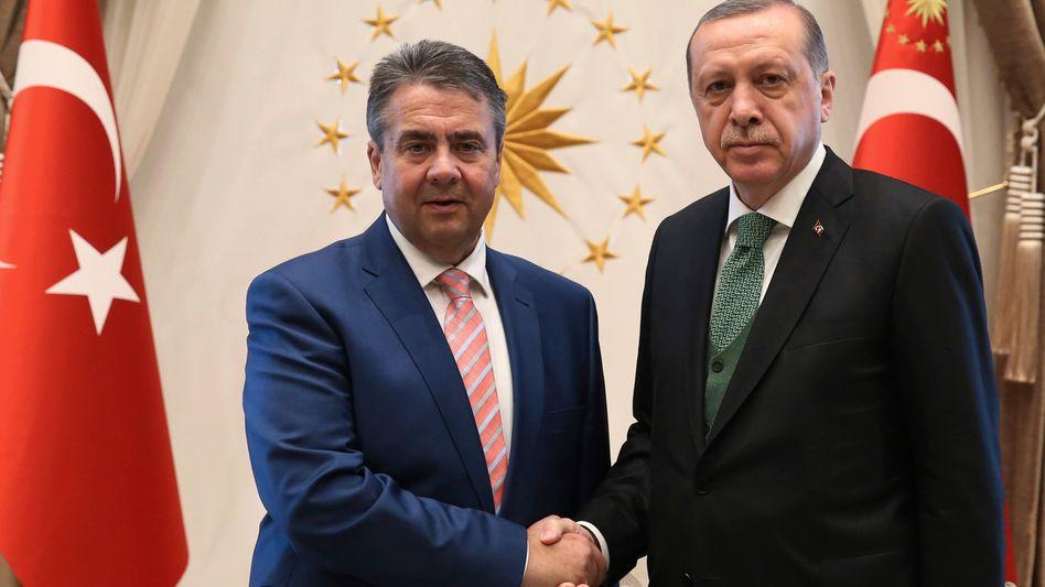Sigmar Gabriel und Recep Tayyip Erdogan (im Juni in Ankara)