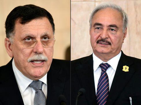 Die Kontrahenten in Libyen: Ministerpräsident Sarraj (l.) und General Haftar