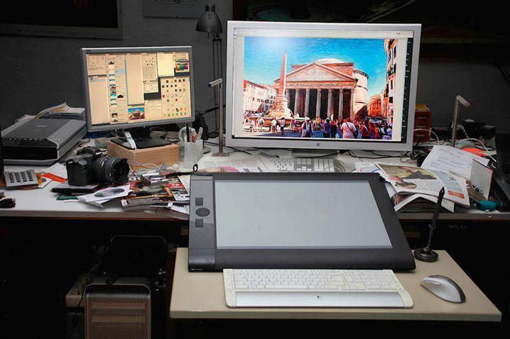 """Baumann: """"Zu einem vernünftigen Arbeitsplatz - ich sitze da rund 12 Stunden am Tag - gehört ein ergonomischer Bürostuhl und eine angepasste Höhe der Arbeitsplatte, kein Fenster dahinter, das sich im Monitor spiegelt, und keins davor, das diesen zu hell überstrahlt oder die Aufmerksamkeit ablenkt"""""""