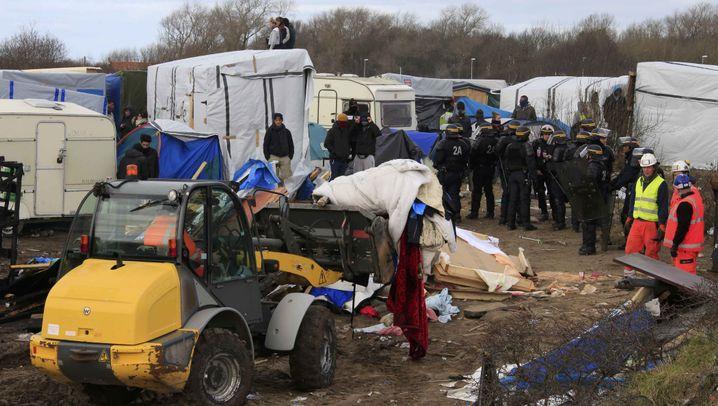 """Proteste: Flüchtlinge gegen """"Dschungel""""-Räumung"""