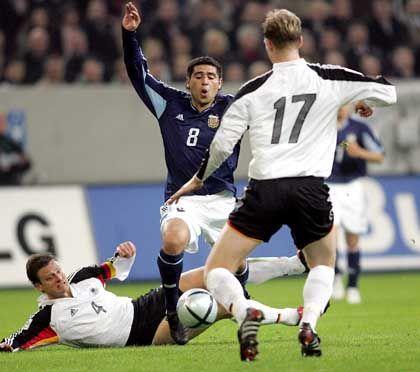 Stimmung am Boden: Nationalspieler Wörns (links)