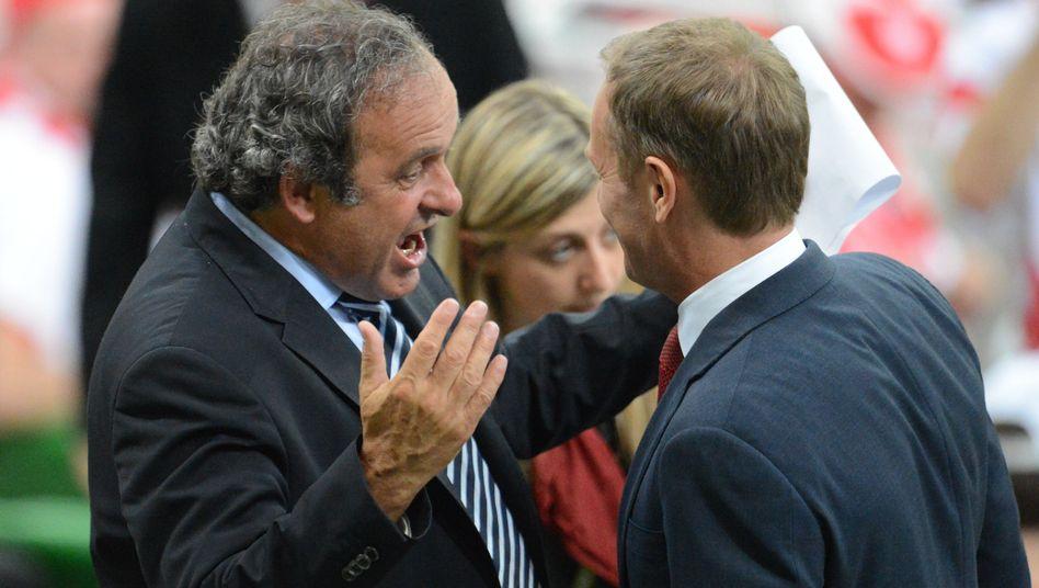 Uefa-Präsident Platini (l.): Ärger über rassistische Vorfälle