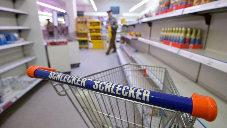 Einkaufswagen in einer Schlecker-Filiale in Ravensburg: Unsichere Zukunft